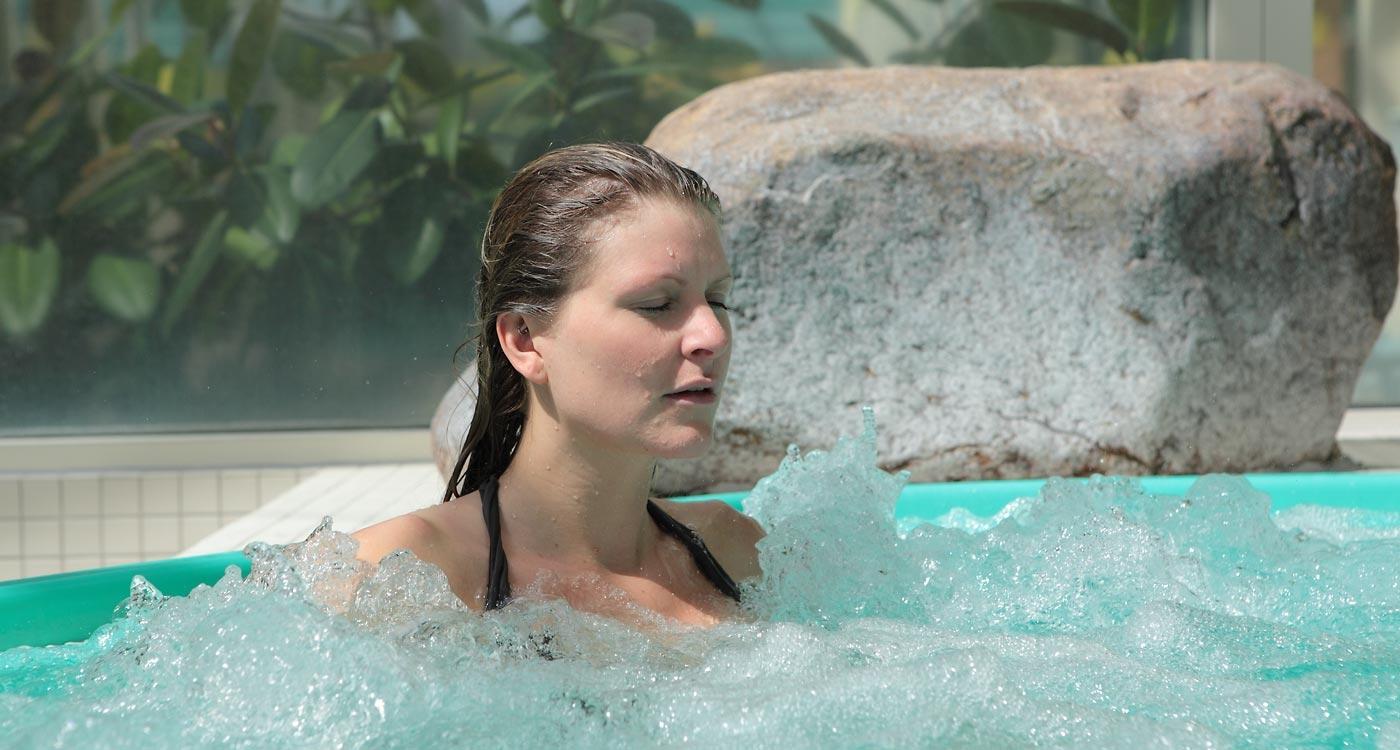 Im schwimmbad frauen kennenlernen